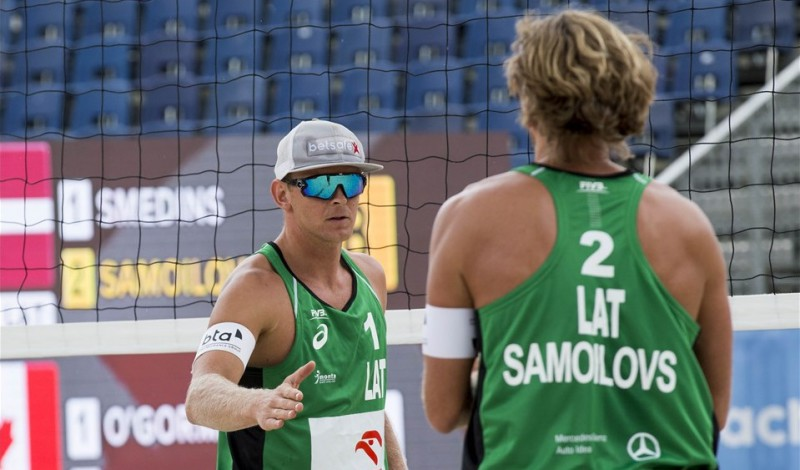 Samoilovs/Šmēdiņš tiek galā ar Brazīlijas leģendu Rikardu un iesoļo 1/8 finālā