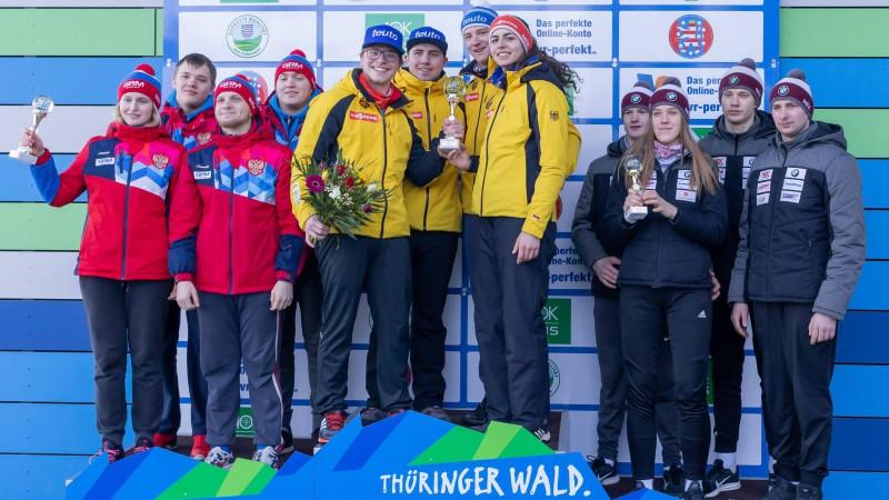 Latvijas jaunajiem kamaniņu braucējiem otrā vieta junioru PK posma stafetē