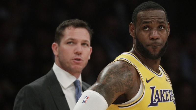 """Voltons dienu pēc atlaišanas no """"Lakers"""" panāk vienošanos ar jaunu klubu"""
