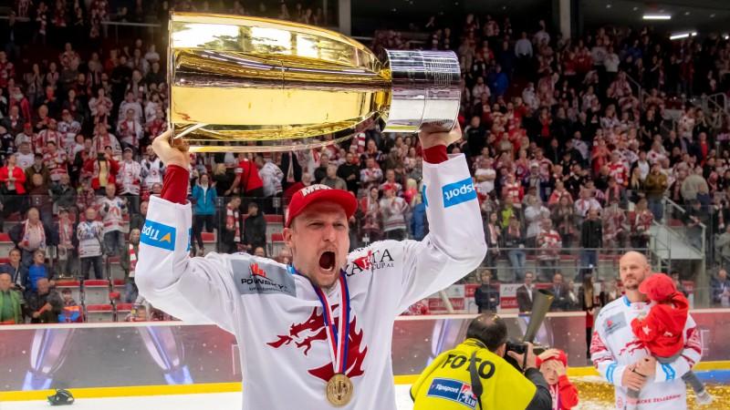 Latvijas izlases aizsargs Galviņš pagarinājis līgumu ar Čehijas čempioni