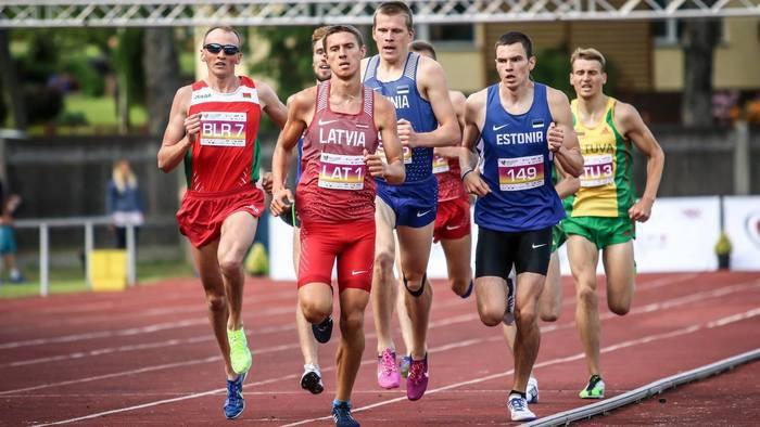 Jocis kā pirmais Latvijā sešu gadu laikā izskrien 5000 metrus no 14 minūtēm