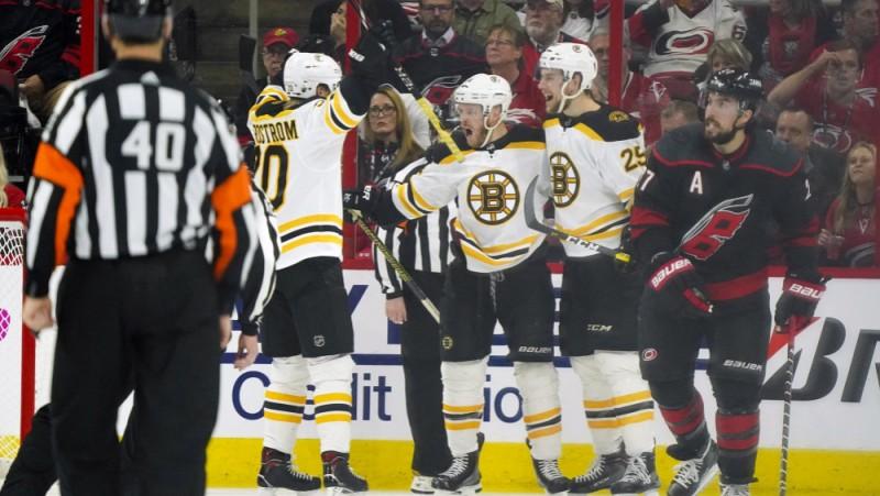 """Mājās """"Hurricanes"""" iztiek bez sagrāves, bet tāpat zaudē """"Bruins"""", sērijā 0-3"""