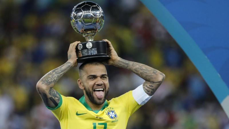 """Alvess atgriežas dzimtenē un pievienojas """"Sao Paulo"""""""