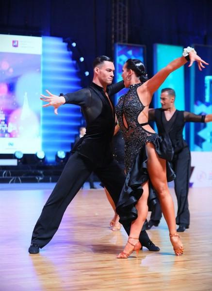 Abi Latvijas pāri sasniedz ceturtdaļfinālu pasaules čempionātā Latīņamerikas dejās