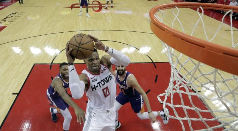 """Vestbrukam trešais triple-double pēc kārtas, """"Knicks"""" neizglābjas pēdējā sekundē"""