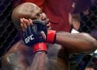 Lūiss nokautē veterānu Oļeiņiku un sasniedz UFC smagsvaru rekordu