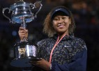 """Osaka pirmā seta beigās salauž Breidiju, iegūst otro """"Australian Open"""" titulu"""