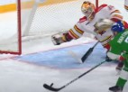 """Video: KHL atvairījumos uzvar """"Kunlun Red Star"""" krievu vārtsargs"""