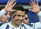 Ronaldu <i>hat-trick</i> 32 minūtēs, ''Napoli'' izbraukumā pieveic ''Milan''