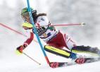 Līnsbergere sezonas izskaņā vēlreiz nepārspējama slalomā