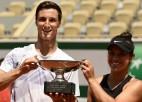 """Kravčika un Solsberijs """"French Open"""" finālā pieveic Vesņinas un Karaceva duetu"""