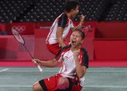 Indonēziešu badmintonistes sensacionāli triumfē Tokijas dubultspēlēs sievietēm