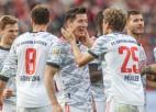 """""""Bayern"""" gūst četrus vārtus septiņās minūtes un <i>sarauj gabalos</i> """"Bayer"""""""