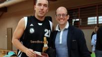 Banku kausa labākie basketbolisti un komandas saņem balvas
