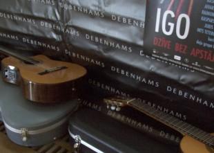 Video: Igo gatavo grāmatu un akustisku koncertu Dzintaros