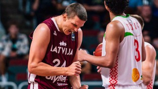Četrās cīņās četras uzvaras: Gražuļa rezultatīvākā spēle ļauj pārspēt Baltkrieviju