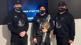 """Karatists Skrīvers aizstāv """"Karate Combat"""" čempiona jostu"""