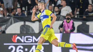 Kjēzas un de Lihta vārti izrauj ''Juventus'' pirmo uzvaru A sērijā
