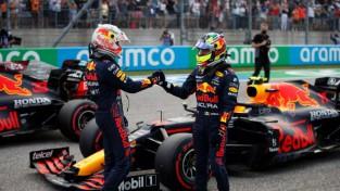 Verstapens pārspēj Hamiltonu un izcīna <i>pole position</i> Ostinas trasē