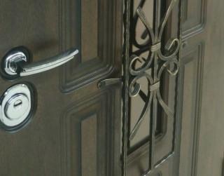 Liepājnieki saviem mājokļiem izvēlas metāla durvis