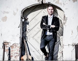 Ģitārists Māris Auziņš izziņo koncertus Latvijas lielākajās pilsētās