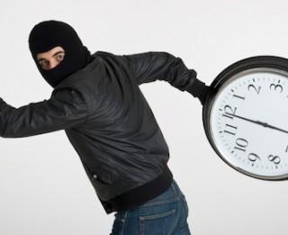 """Kā visefektīvāk cīnīties ar """"laika zagļiem"""" birojā un biznesā"""