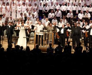 Starptautiskie mūzikas kritiķi atzinīgi vērtē Opolais sniegumu leģendārajā Tenglvudas mūzikas festivālā ASV