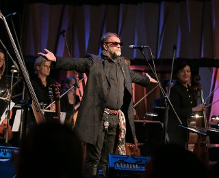 "Koncertzālē ""Cēsis"" izskanējuši Borisa Grebenščikova koncerti  ar simfonisko orķestri"