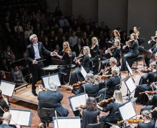 140. koncertsezonu Liepājas Simfoniskais orķestris atklās kopā ar Luku Geņušu