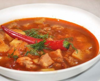 Pikantā gulaša zupa