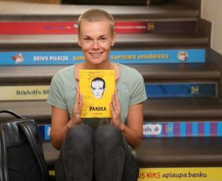 """Helēnai Orai iznākusi pirmā grāmata - """"Panika"""""""