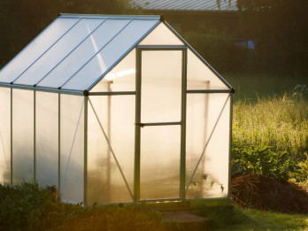 Straujiem soļiem tuvojas dārza sezona – izvēlamies labāko siltumnīcu!