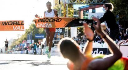 Gideja Valensijā pārspēj pasaules rekordu pusmaratonā