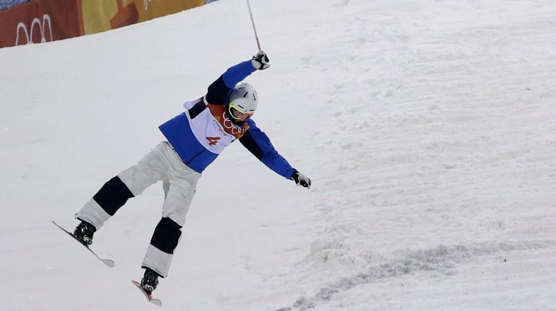 Čoi Džēvu piedzīvo kritienu Foto: AP/Scanpix