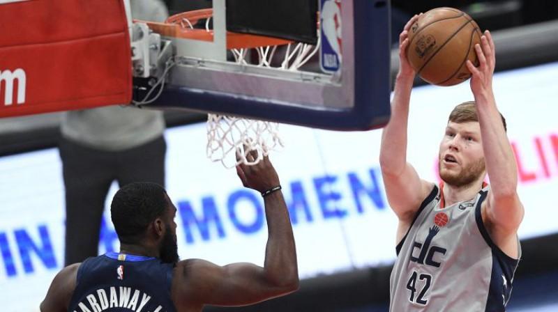"""Dāvis Bertāns pret Dalasas """"Mavericks"""". Foto: AP/Scanpix"""