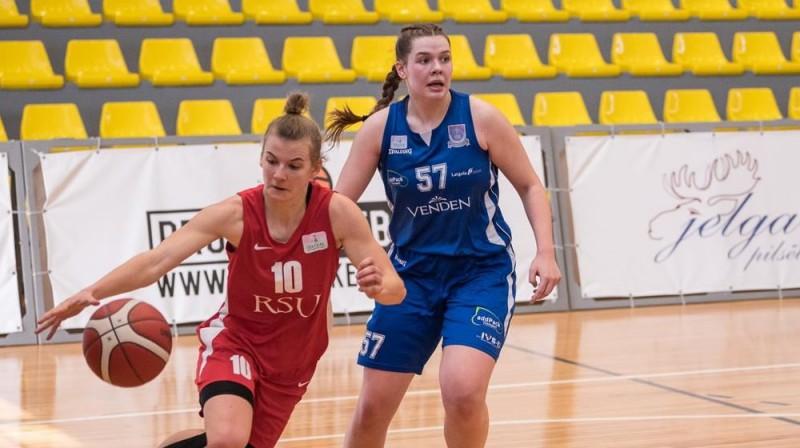Alise Bruzinska (RSU) cīņā ar Valeriju Baranovsku (Daugavpils). Foto: LBS