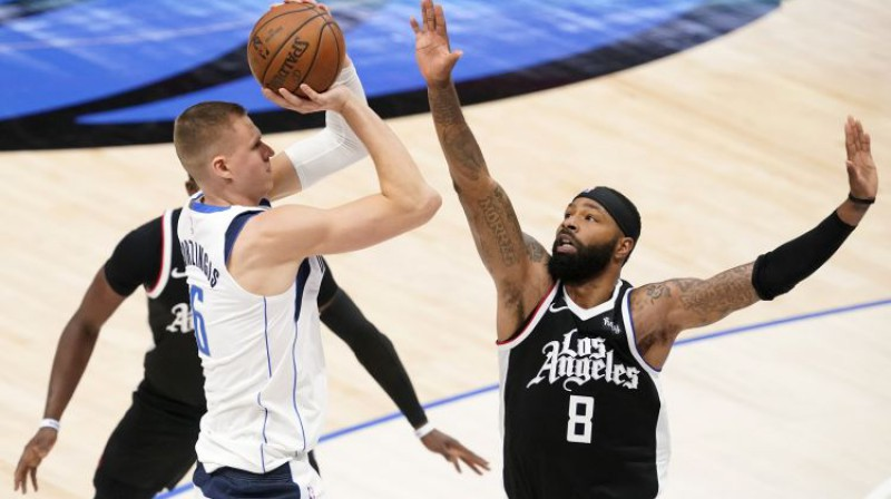 """Kristaps Porziņģis spēlē pret """"Clippers"""". Foto: AP/Scanpix"""