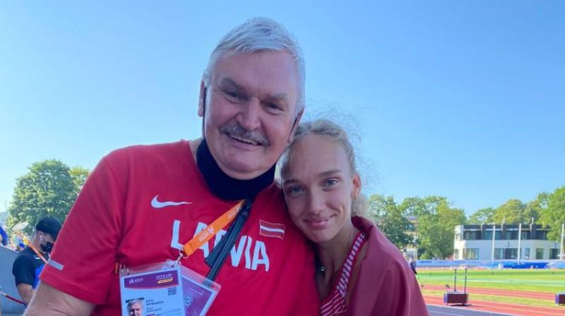 Treneris Juris Petrovičs ar audzēkni Darju Sopovu. Foto: Latvijas Vieglatlētikas savienība