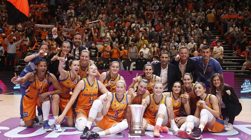 Valensijas basketbolistes un Eiropas Superkauss 2021. gada 22. oktobrī. Foto: Valencia Basket