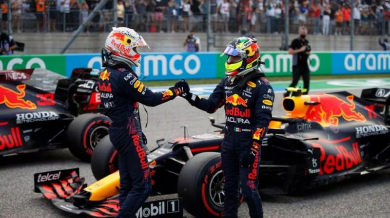 Verstapens un Peress apsveic viens otru ar sniegumu kvalifikācijā. Foto: Motorsport.com