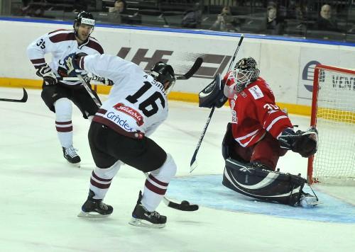 Latvijas hokejisti apspēlē dāņus