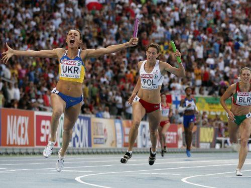 Dāmu 4x100 metru stafetē triumfē Ukraina