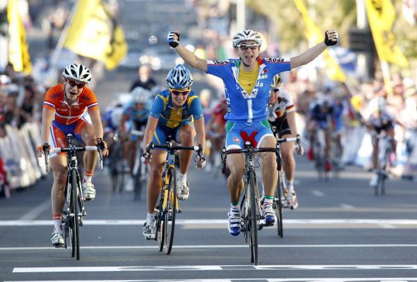 PČ grupas braucienā triumfē itāliete Broncīnī