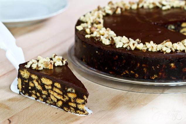 Aukstā šokolādes un makadamijas riekstu kūka (nav jācep)