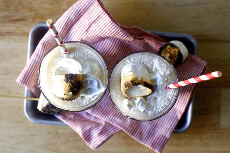 Saldējuma kokteilis ar cepamzefīru