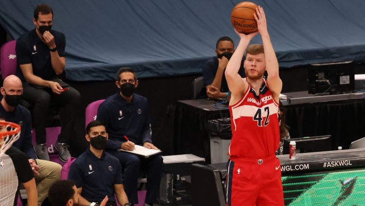 """Bertāns atgriežas ar 21 punktu, """"Wizards"""" piektā uzvara pēc kārtas"""