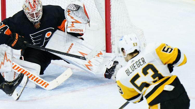 """Bļugeram un """"Penguins"""" uzvara pār Bufalo ļoti rezultatīvā spēlē"""