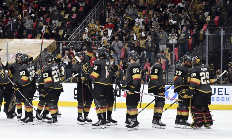 Šilovs rezervē ''Canucks'' uzvarā, ''Golden Knights'' izlīdzina sēriju pret ''Wild''