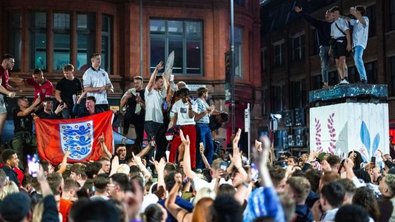 350 tūkstoš angļu parakstījušies par papildu brīvdienu, ja Anglija triumfēs EČ