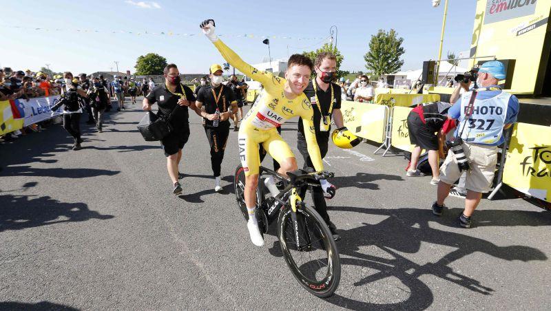 """""""Tour de France"""" čempions Pogačars pagarina līgumu ar AAE komandu līdz 2027. gadam"""